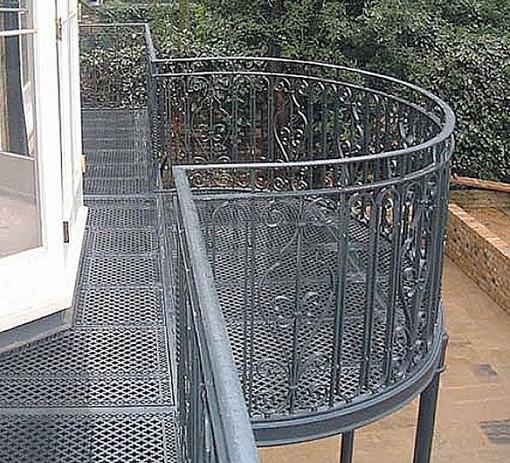 Balc n met lico curvo con baranda balc n terraza for Barandas para terrazas