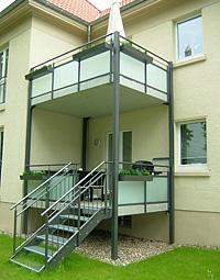 Balcon Y Porch De Acceso Metalico Con Baranda Sostenidos Por Columnas - Porches-metalicos