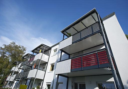 M dulos de balc n met lico con baranda para departamentos for Balcones minimalistas fotos