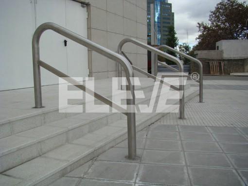 Baranda de parantes tubo de acero inoxidable for Escalera discapacitados