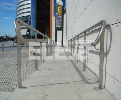 Pasamanos rampas para discapacitados for Escalera discapacitados