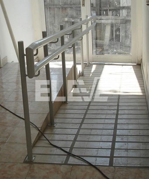 Baranda de hierro para rampa de acceso a discapacitados for Escalera discapacitados