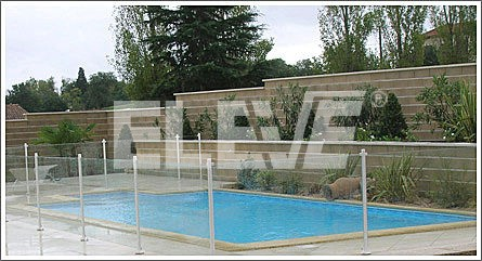 baranda para piscina en acero inoxidable y vidrio