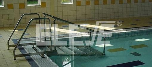 Escalera y baranda para ingreso a piscina apta para ni os for Piscina sainz de baranda