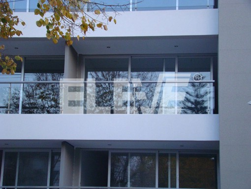 Barandas de acero inoxidable con insertos de vidrio laminado - Cristales para balcones ...