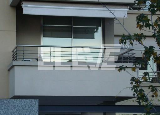 Baranda de acero inoxidable con parantes planchuelas y for Balcones minimalistas fotos