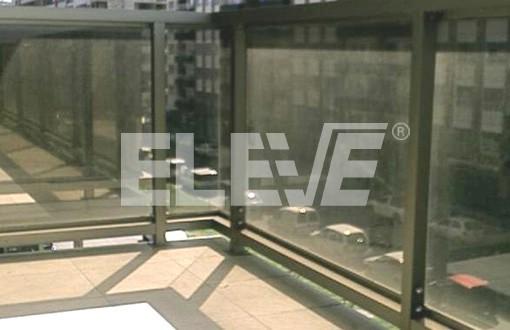 Baranda con estructura en perfiles de aluminio anodizado - Barandas de aluminio ...