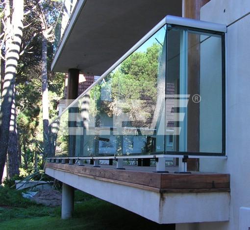 Baranda Con Perfiles De Aluminio Y Vidrio Laminado