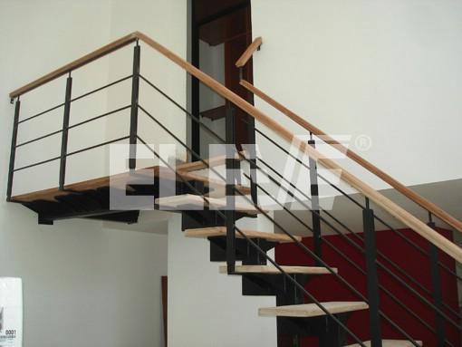 Baranda de hierro para escalera con planchuelas verticales - Barandas para escaleras de madera ...