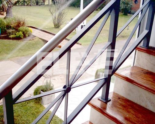 Baranda estilo campo de hierro pintada - Barandas de hierro modernas ...