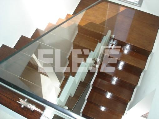 Baranda de vidrio templado y acero inoxidable for Barandas de vidrio y acero