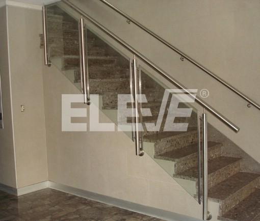 Baranda de acero inoxidable con vidrio laminado y anclajes - Baranda de escalera ...