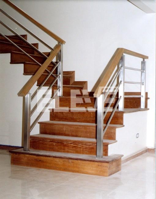 Baranda de escalera en acero inoxidable con parantes de tubo de secci n cuadrada - Barandas para escaleras ...