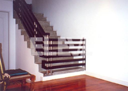 Baranda con puerta de acceso puerta infantil o baranda - Puertas para escaleras ...
