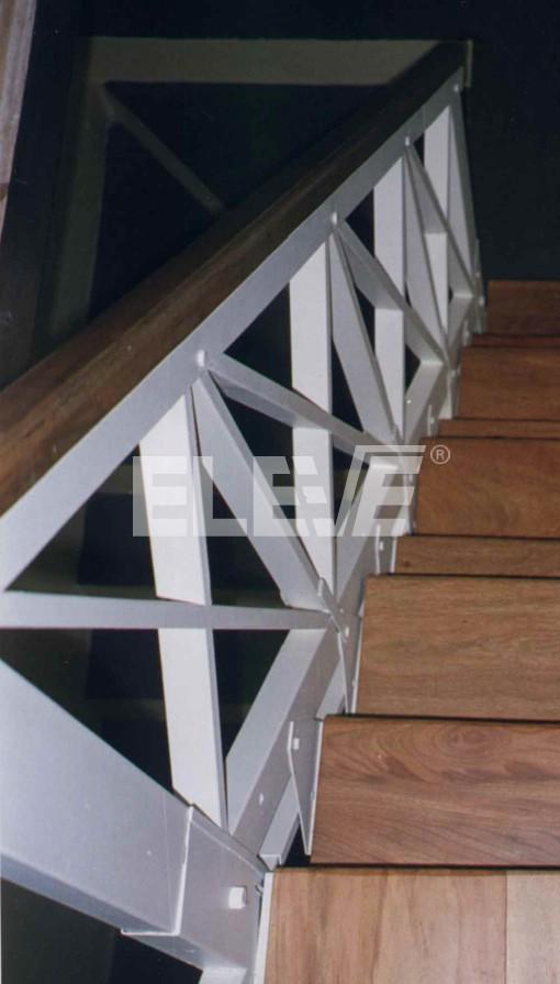 Baranda para escalera estilo campo de madera - Barandales de madera exteriores ...
