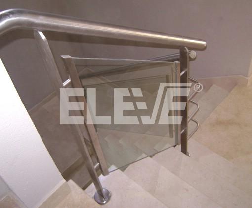 Baranda de acero inoxidable y vidrio for Barandas de vidrio y acero