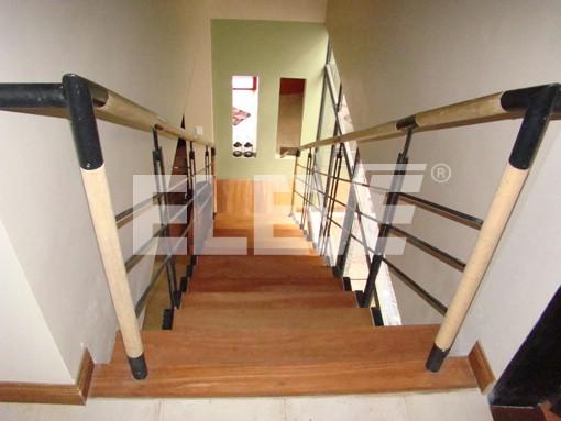 Pasamanos en escaleras imagui for Pasamanos de escaleras interiores