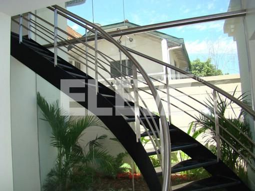 baranda de acero inoxidable sobre escalera metlica curva ue