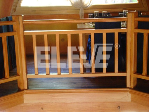 Baranda de madera de l neas rectas y de contundente - Madera para exteriores ...