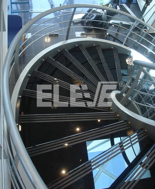 vista superior de escalera de dise o helicoidal instalada