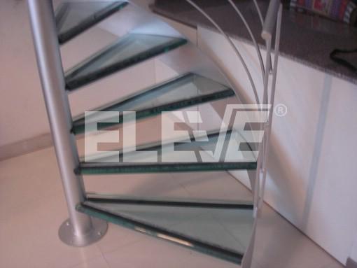 vista superior de escalera caracol de vidrio estructura diseada en hierro ue