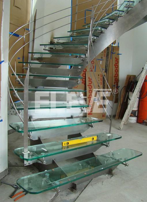 escalera helicoidal sin columnas diseo estructural en acero inoxidable peldaos de vidrio