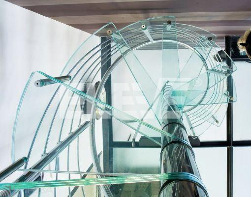 Escalera caracol en vidrio y acero inoxidable pulido a espejo - Escaleras de vidrio ...