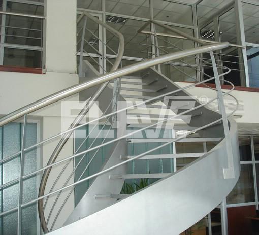 Baranda de escalera helicoidal con parantes o balustres for Escaleras helicoidales