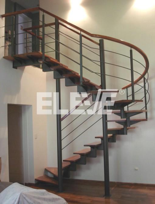 Escalera de tramos rectos y curvos de dise o en u for Gradas metalicas para interiores