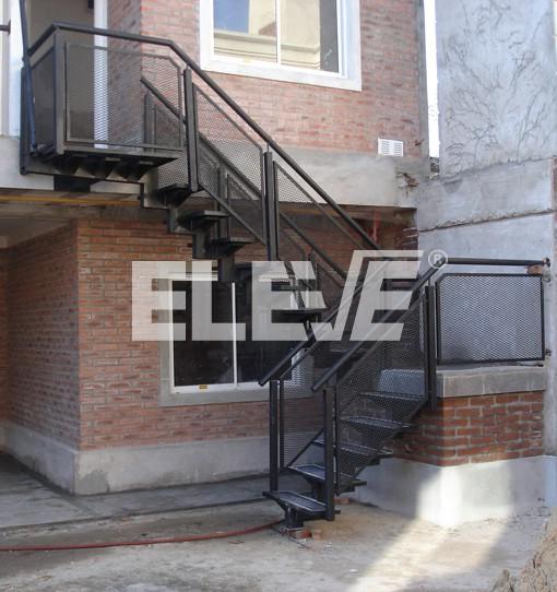 Fotograf A De Escalera Exterior Met Lica Barandas De