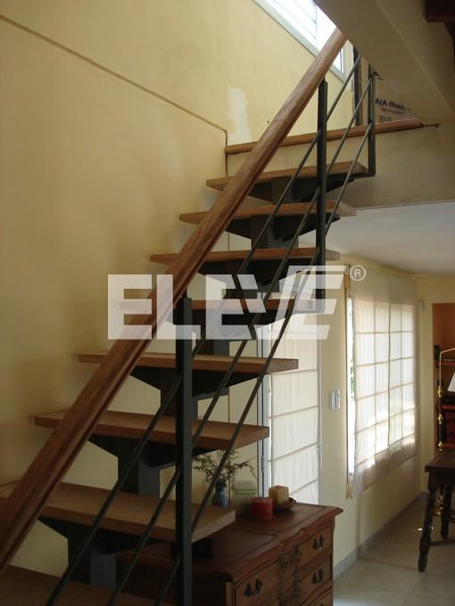 Escaleras de cuprum c escalera de aluminio de pies cm y for Escaleras con descanso para interior