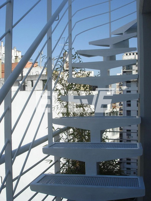 Escalera met lica exterior de balc n para acceso a terraza for Escaleras de exterior
