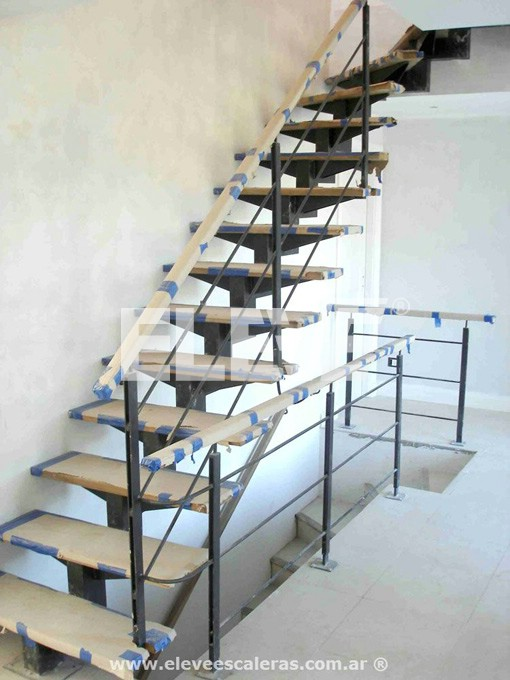 Escaleras adosadas a pared decoran al instalarse for Escalera de metal con descanso