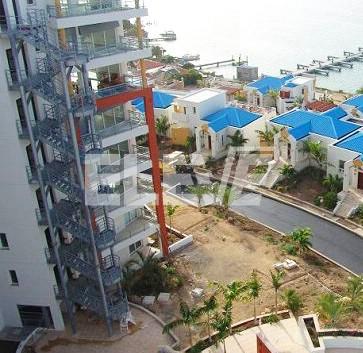 Escalera de incendio exterior en edificio de vivienda frente al mar - Escaleras para viviendas ...