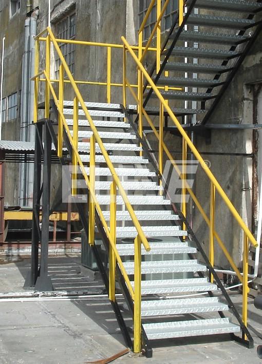 Escalera met lica de incendio revestimiento de pelda os y for Escalera metalica para exteriores