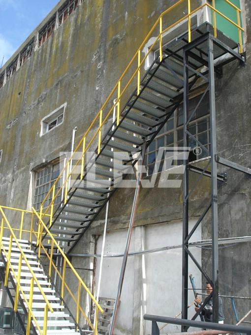 Escaleras para incendio met licas incombustibles for Escaleras de material