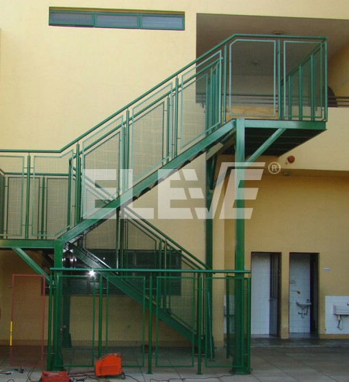 Escalera de escape para incendio en colegio barandas de - Normativa barandillas exteriores ...