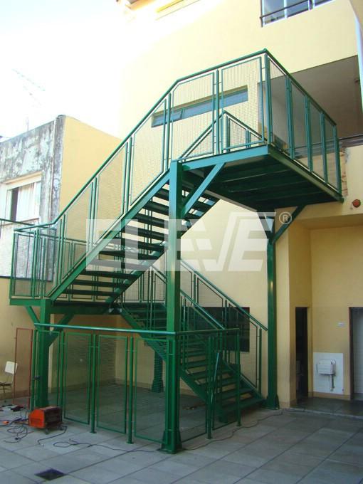 Escaleras para incendio met licas incombustibles for Escalera metalica para exteriores