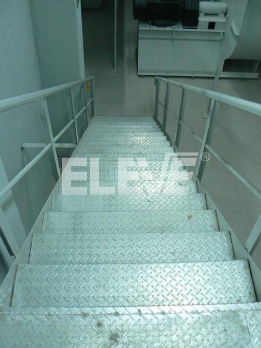 Foto de escalera de incendio interior con pelda os for Planos de escaleras de hierro