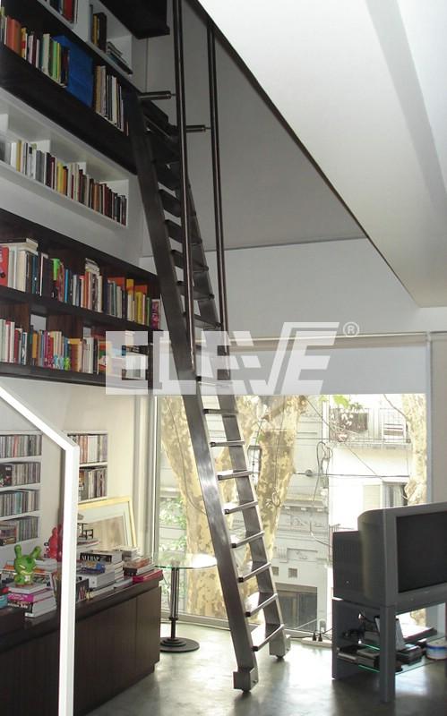 Escalera m vil para biblioteca en acero inoxidable for Biblioteca debajo de la escalera