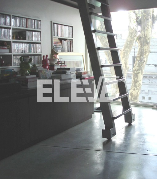 Escaleras para biblioteca dise o especial que combina con for Biblioteca debajo de la escalera