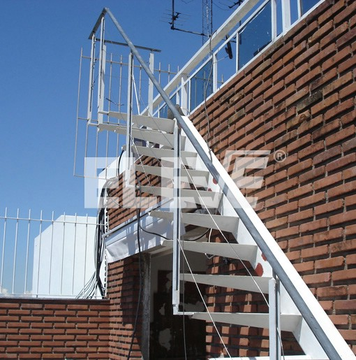Escalera Exterior En Voladizo Estructura Color Blanco