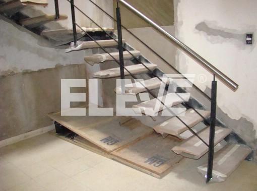 Escalera en m nsula de dos tramos en l con plataforma o for Escalera de metal con descanso