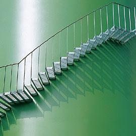 Escalera de trabajo tomada en m nsula a laterales de un for Escaleras de trabajo