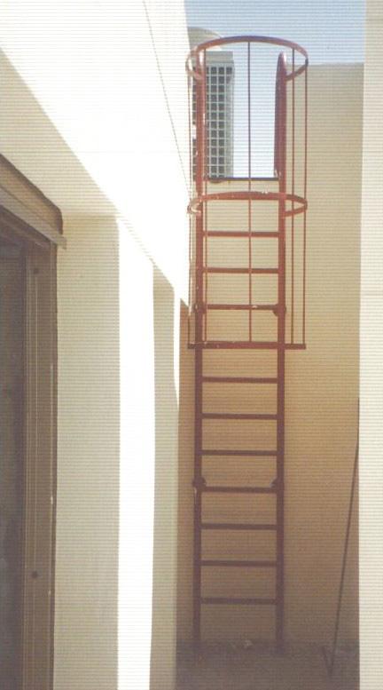 Escaleras Gato Para Acceso A Plataformas De Trabajo Y Lugares De Servicio