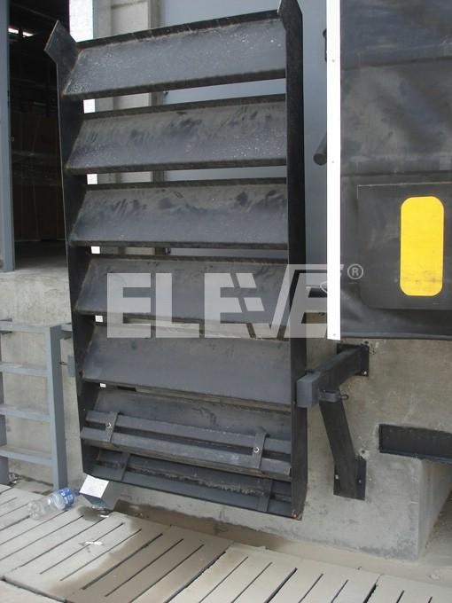 Mini escalera levadiza compensada por contrapesos for Escaleras metalicas pequenas