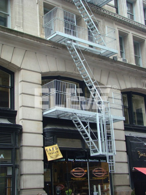 Escalera telesc pica deslizable se extiende por incendios for Escaleras de emergencia