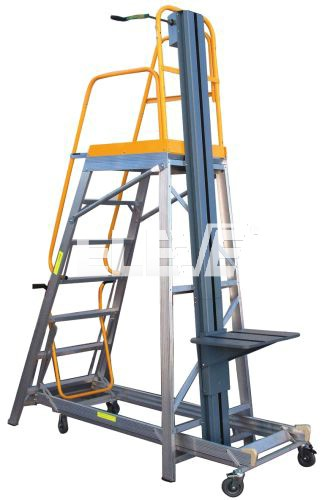 Escaleras de almac n con plataforma elevadora de carga for Escaleras con plataforma precios