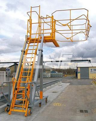 Escaleras especiales para acceso a camiones tanque ajuste for Escaleras extensibles