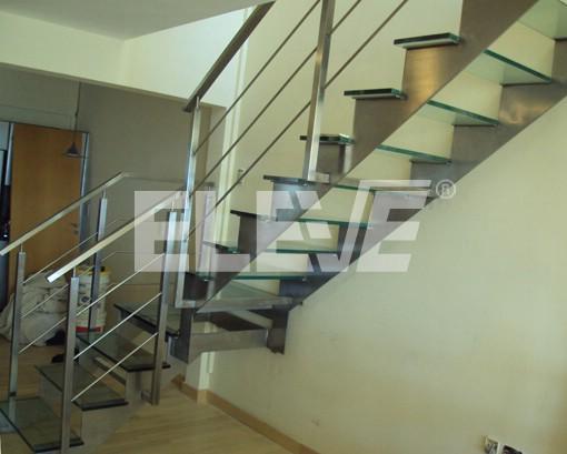 Escaleras ntegramente en acero inoxidable y vidrio - Pasamanos de acero inoxidable para escaleras ...